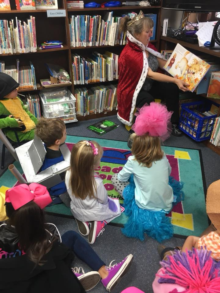 Librarian reading to kids at Fonda Public Library